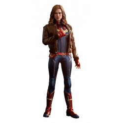 Captain Marvel Deluxe Version