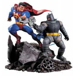 The Dark Knight Returns Estatua Superman vs. Batman